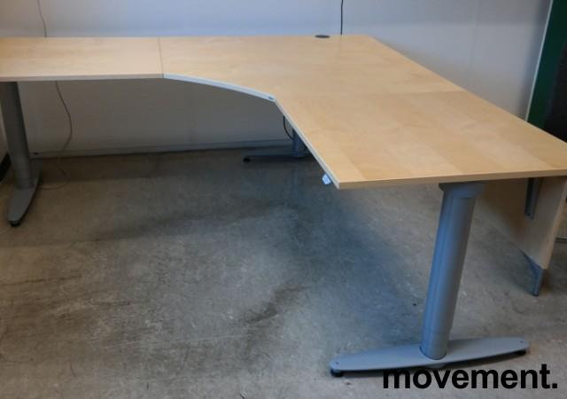 Kinnarps elektrisk hevsenk hjørneløsning skrivebord i bjerk, 200x200cm, dybde 80cm, T-serie, pent brukt bilde 1