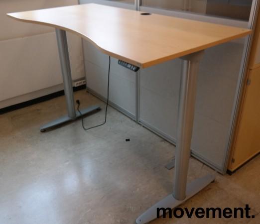 Kinnarps elektrisk hevsenk skrivebord i bøk / grått, 160x90cm med magebue, pent brukt bilde 1