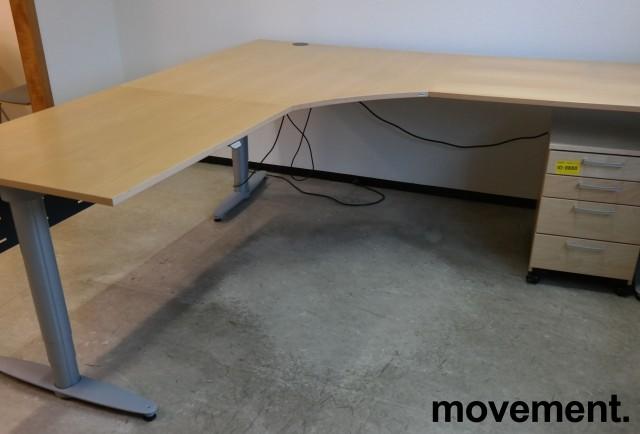Kinnarps elektrisk hevsenk hjørneløsning skrivebord i bjerk, 220x220cm, dybde 80cm, T-serie, pent brukt bilde 2