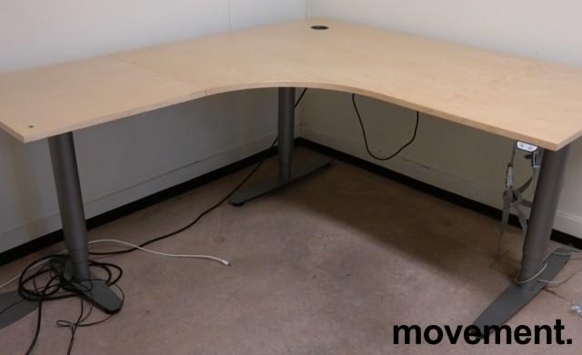Skrivebord / hjørneløsning med elektrisk hevsenk fra EFG i bjerk, 160x180cm, venstreløsning, pent brukt bilde 1