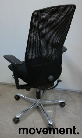 Kontorstol: Kinnarps 5000-serie, sort stoffsete, sort meshrygg, armlener, krom kryss, pent brukt bilde 2