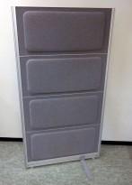 Skillevegg fra Kinnarps, modell Rezon i mellomgrått stoff, 80cm bredde, 145cm høyde, pent brukt