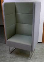 1-seter alkovesofa / lenestol med høy rygg fra EFG, modell Mingle, mørkt grått stoff / grønt stoff, pent brukt