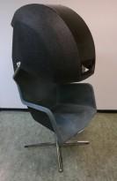 Artig loungestol i mørk grå, formpresset polyester / krom, Peekaboo fra Blåstation, design: Stefan Borselius, pent brukt