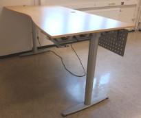 Kinnarps T-serie elektrisk hevsenk skrivebord 200x100cm i bøk, magebue, pent brukt