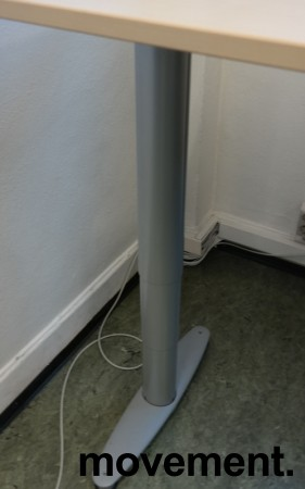 Kinnarps elektrisk hevsenk hjørneløsning skrivebord i bjerk laminat, 200x200cm, sving på venstre side, T-serie, pent brukt bilde 2