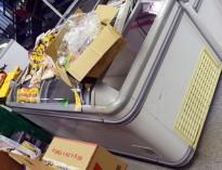 Fryseboks for iskrem/frossenvarer, 190cm bredde, skyvedører i glass i toppen, pent brukt