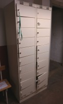 Garderobeskap / lukeskap i stål, 20 rom, bredde 80cm. høyde 194cm, pent brukt