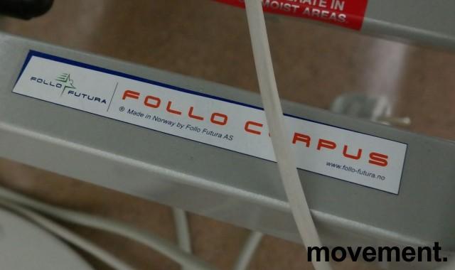 Legebenk i grå skinnimitasjon fra Follo Corpus, Modell SXT, elektrisk justering av høyde, 200x70cm, pent brukt bilde 3
