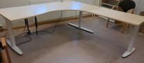 Hjørneløsning med elektrisk hevsenk fra Kinnarps, T-serie i bjerk / hvitt, 200x220cm, høyreløsning, pent brukt