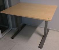 Skrivebord i bjerk / grått fra EFG, 100x80cm, brukt med en del slitasje
