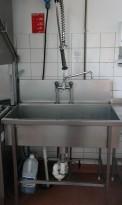 Arbeidsbenk / oppvaskbenk i rustfritt stål 100cm bredde, 1 stor kum, dusjbatteri, pent brukt