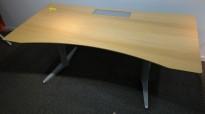 Skrivebord med elektrisk hevsenk fra Edsbyn i eik / grått, 160x80cm med kabelluke og kabelbrønn, pent brukt