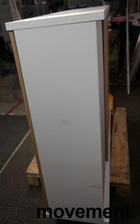 Skap med skyvedører i hvitt / hvitpigmentert eik fra Horreds, åpnes fra begge sider, bredde 160cm, høyde 112,5cm, pent brukt bilde 3