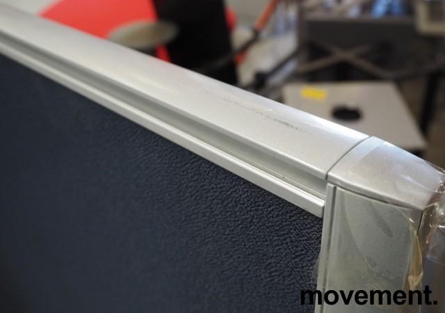 Skillevegg, frittstående modell i gråblått / aluminium, 133cm høyde, 140cm bredde, pent brukt bilde 3