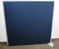 Skillevegg, frittstående modell i gråblått / aluminium, 133cm høyde, 140cm bredde, pent brukt