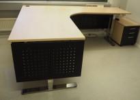 Skrivebord / hjørneløsning med elektrisk hevsenk fra EFG i bjerk laminat / krom, 180x220, høyreløsning, pent brukt