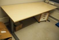 Skrivebord med elektrisk hevsenk i bjerk laminat / grått understell fra EFG, 200x80cm, pent brukt 2016-modell