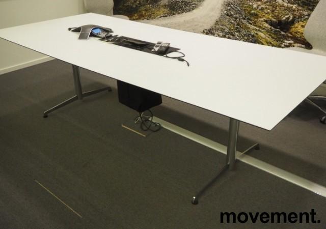 Møtebord i hvitt / krom, 250x110cm, passer 8-10 personer, pent brukt bilde 1
