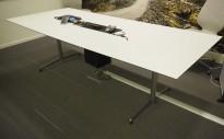 Møtebord i hvitt / krom, 250x110cm, passer 8-10 personer, pent brukt