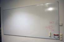 Vegghengt whiteboard fra Esselte, 250x120cm, pent brukt
