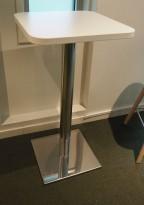 Barbord / ståbord i hvitt / satinert stål, 50x50cm, høyde 95cm, pent brukt