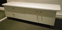 TV-benk / mediabenk i hvitt på hjul, 160cm bredde, 50cm høyde, pent brukt