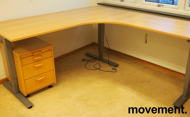 Skrivebord / hjørneløsning med elektrisk hevsenk fra EFG i bøk, 180x200, høyreløsning, pent brukt bilde 1
