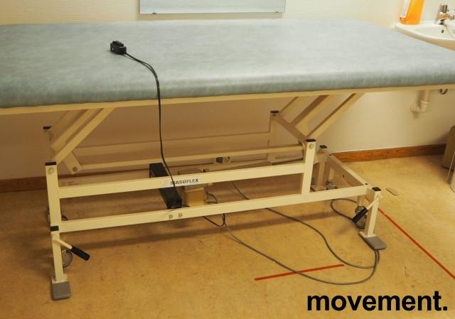 Legebenk / fysioterapibenk i blå skinnimitasjon fra Masoflex, elektrisk justering, 190x100cm, pent brukt bilde 2