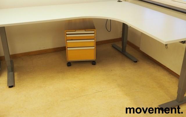 Skrivebord / hjørneløsning med elektrisk hevsenk fra EFG i lys grå, 200x180, høyreløsning, OBS! Skade i plate bilde 1