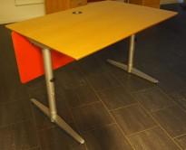 Skrivebord i bjerk / grått fra Edsbyn, 120x80cm, pent brukt