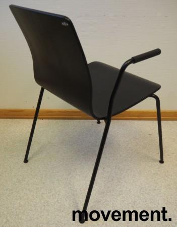 Møteromsstol / besøksstol fra EFG, modell NOVA med armlener, sortlakkert eikefiner, pent brukt bilde 2