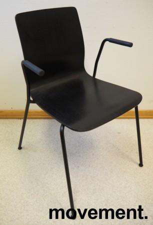 Møteromsstol / besøksstol fra EFG, modell NOVA med armlener, sortlakkert eikefiner, pent brukt bilde 1