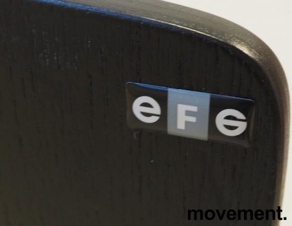 Møteromsstol / besøksstol fra EFG, modell NOVA med armlener, sortlakkert eikefiner, pent brukt bilde 3