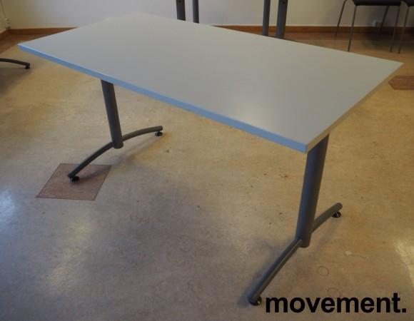 Skrivebord / kompakt møtebord / kantinebord fra EFG i lys grå / grå, 140x70cm, pent brukt bilde 1