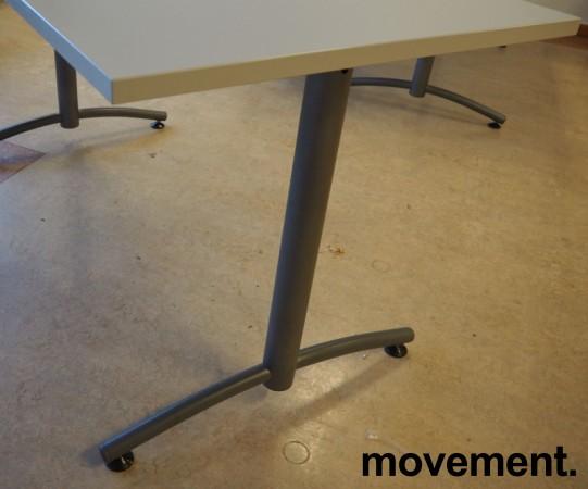 Skrivebord / kompakt møtebord / kantinebord fra EFG i lys grå / grå, 140x70cm, pent brukt bilde 2