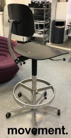 Kontorstol / arbeidsstol / barstol i sort finer / aluminium fra Engelbrechts, modell Kevi 2533, sittehøyde 71-83cm, fotring, pent brukt bilde 3