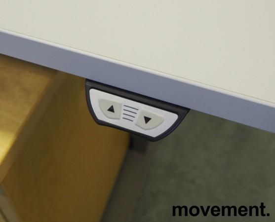 Skrivebord / hjørneløsning med elektrisk hevsenk fra EFG i lys grå, 220x200cm, venstreløsning, pent brukt bilde 4