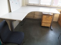 Skrivebord / hjørneløsning med elektrisk hevsenk fra EFG i lys grå, 180x180, venstreløsning, pent brukt