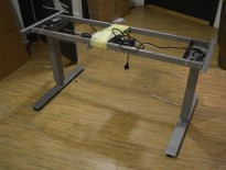 Understell for skrivebord med elektrisk hevsenk fra EFG, passer plater 120cm eller større, pent brukt
