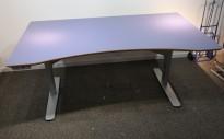 Skrivebord med elektrisk hevsenk 160x90cm i blått / grått fra Edsbyn, pent brukt