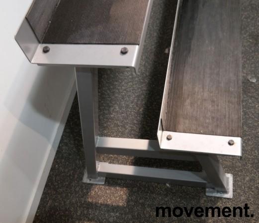 Stativ for kettlebells i grålakkert stål, 2 høyder, bredde 137cm, pent brukt bilde 2