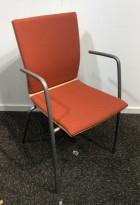 Konferansestol / stablestol i rustrød / eik / grålakkert metall fra EFG, modell Sit med armlene, pent brukt