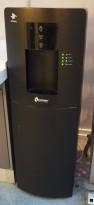 Waterlogic WL3 Firewall vanndispenser for fast tilkobling til vann, sort, pent brukt