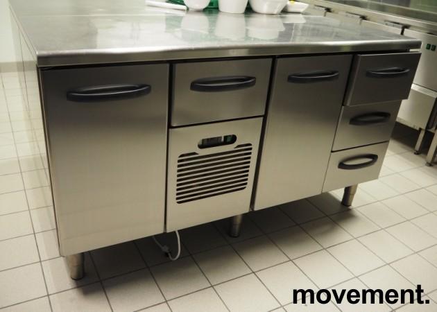 Kjølebenk fra Metos i rustfritt stål med kjøledør og kjøleskuff, 160cm bredde, pent brukt bilde 2