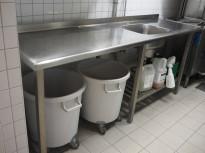 Arbeidsbenk / oppvaskbenk i rustfritt stål 220cm bredde, 65cm dybde, 90cm høyde, 1stor kum, pent brukt