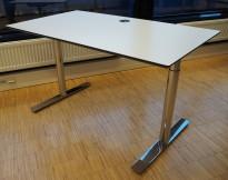 Lekkert skrivebord i hvitt med sort kant / krom, 140x80cm, pent brukt