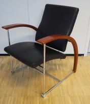 ForaForm besøksstol / lenestol i krom/ kirsebær/ sort skinn, modell TRES, pent brukt