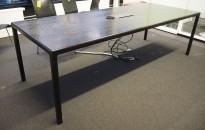 Møtebord / konferansebord i sortbeiset ask / sortlakkert metall fra HAY, modell T12, 240x95cm, brukt med noe slitasje