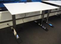 Skrivebord med elektrisk hevsenk i hvitt / krom fra Kinnarps, Oberon, 120x80cm, pent brukt